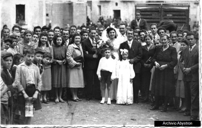 Thumbnail image for /public/upload/2011/7/634475584320751897_Posa matrimonio in piazza 1950.jpg